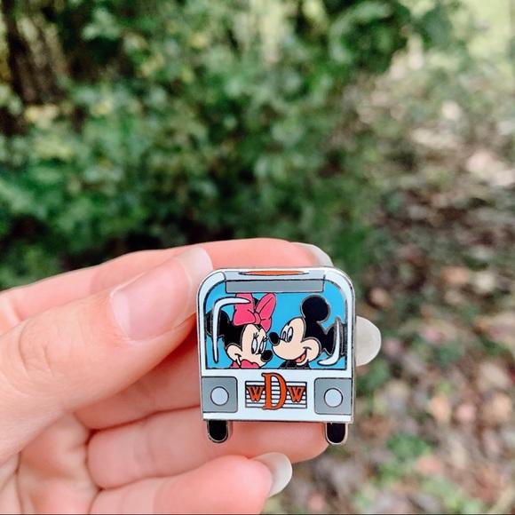 Walt Disney Mickey & Minnie Van Pin